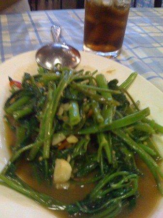 Kalare Night Bazaar: Spicy Kangkong at Kalare