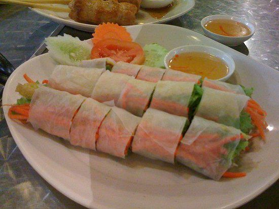 Kalare Night Bazaar : Fresh shrimp and vegetable roll at Kalare
