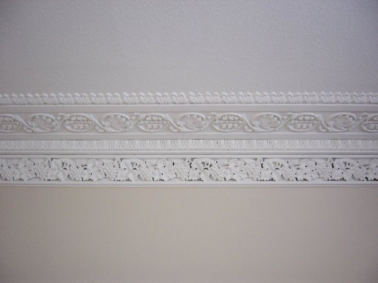 Gramarcy House : Crown molding in room