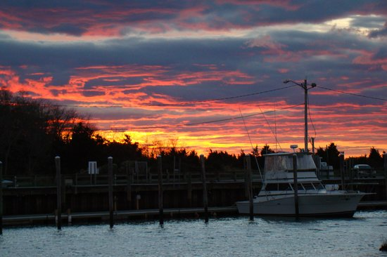 Cap't Cass Rock Harbor Seafood : View from our favorite table at sunset.
