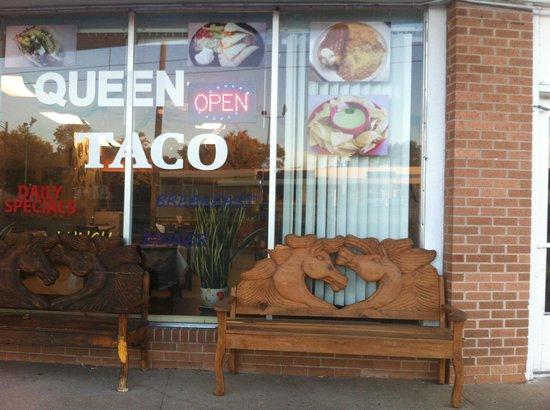 Queen Tacos: Queen Taco's Horse Benches