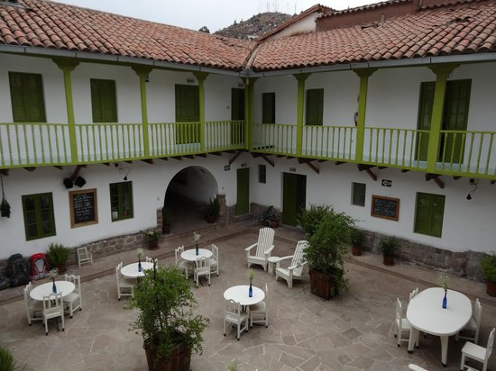 Ninos Hotel Fierro: Courtyard