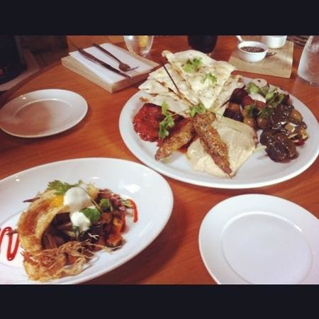 The Pointing Dog & Duck: Shredded duck fry-up and Middle Eastern Platter