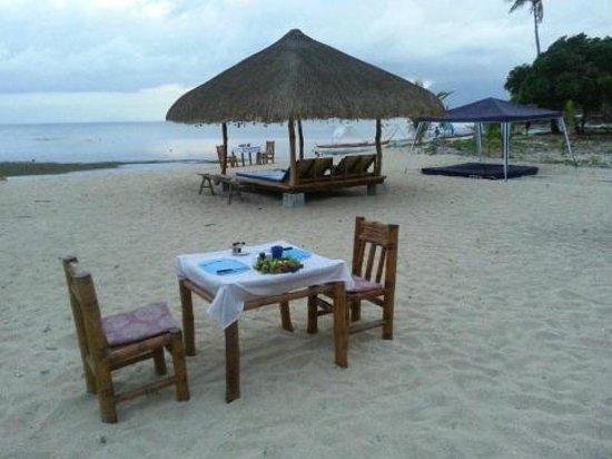 Beach Club Cagpo: Dine on the Beach
