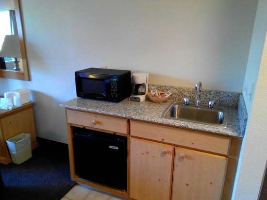 Comfort Inn & Suites : Kitchenette