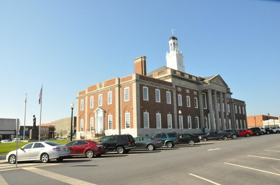 The Truman Courthouse : Market Street facade, old Jackson County Courthouse (with view of original cupola)