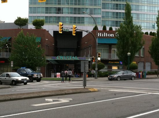 Front view of Hilton Vancouver MetroTown