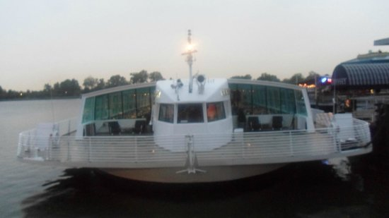 Odyssey Cruises : Boat Front