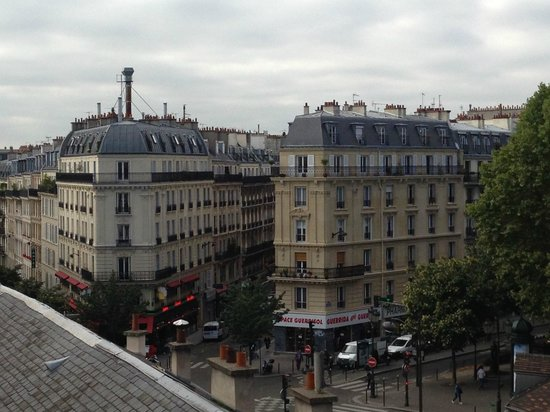 Montmartre Clignancourt : the view from the window if your room is facing the front