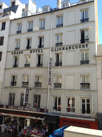 Montmartre Clignancourt : the facade of the hotel