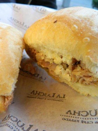 La Lucha Sangucheria Criolla: Sandwich de pollo a la leña