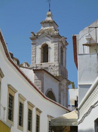 Église Saint-Antoine (Igreja de Santo Antonio) : Bell-tower viewed from a nearby lane way
