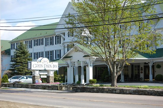 The Green Park Inn: Front of Inn