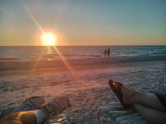 Anna Maria Island Inn: Sunset from the sand
