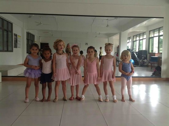 Fit For Life : Tiny dancers on first day! Such a beautiful sight