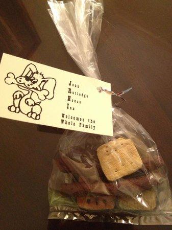 John Rutledge House Inn: Free treats for our dog