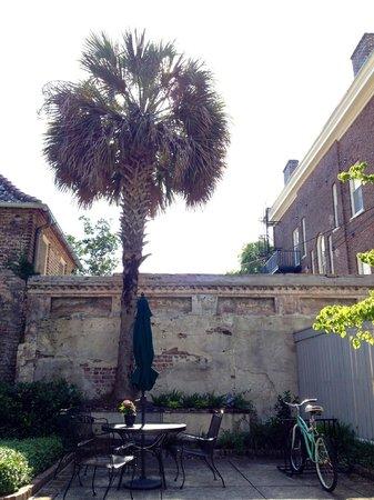 John Rutledge House Inn: Courtyard where you can have breakfast