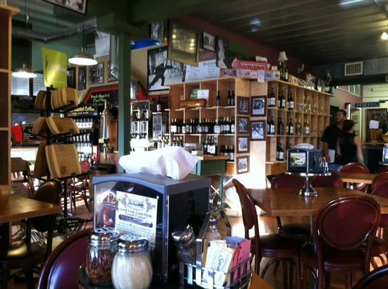 Goodfellas Cafe & Winery: Main dining area of Goodfellas