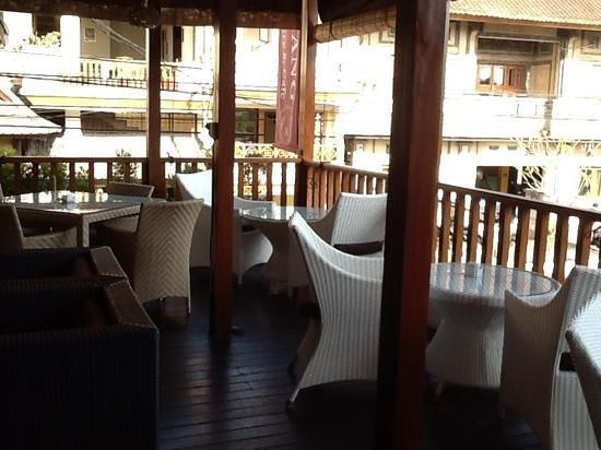 Kakiang Bakery: 2階のテラス席