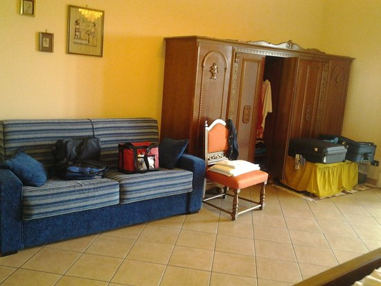 B&B Dimora dell'Etna: sillón en la habitacion