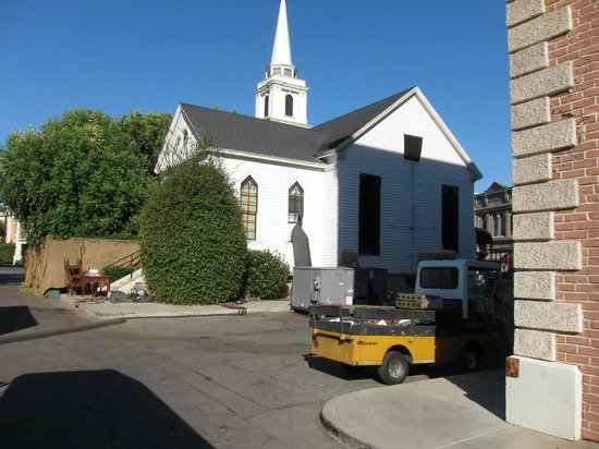 Warner Bros. Studio Tour Hollywood: Church (pretty little liars)