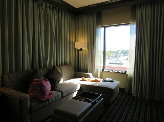 Embassy Suites by Hilton Salt Lake/West Valley City: Living Room