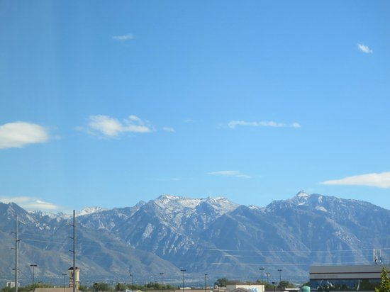 Embassy Suites by Hilton Salt Lake/West Valley City: View of Mountains From Room
