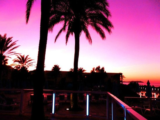 TUI Family Life Sirenis Aura: Beautiful sunset skies over the hotel.
