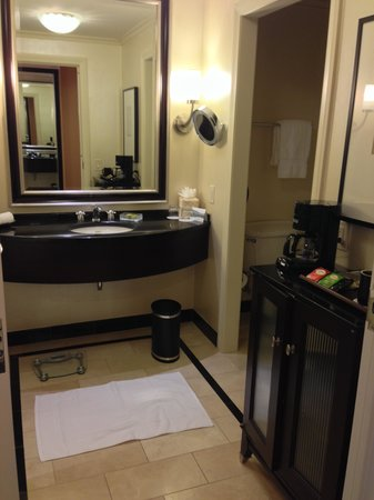 InterContinental Buckhead Atlanta: Very spacious bath
