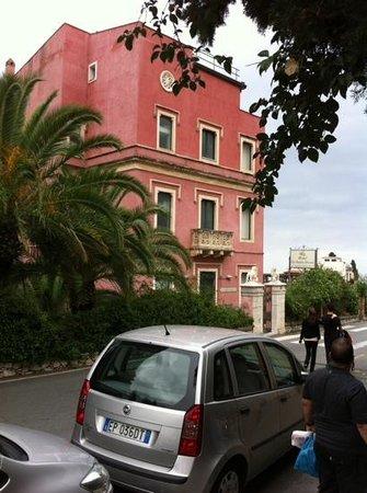 Hotel La Pensione Svizzera: Beautiful building.