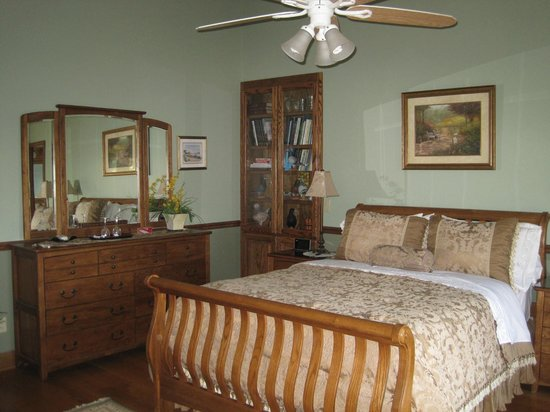 Dove Nest Bed and Breakfast: Royal Oak Room upon arrival