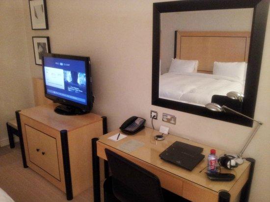 Hilton London Metropole: bedroom