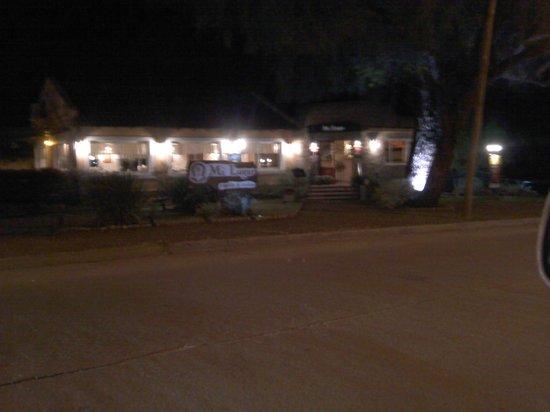 Restaurante Mi lugar : Fachada nocturna