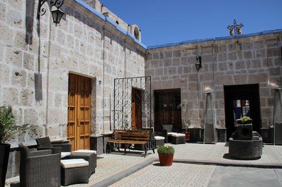 Hotel Casona Solar: Cours d'entrée