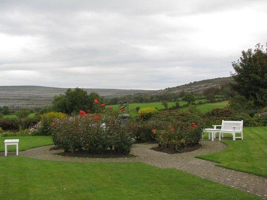 Gregans Castle Hotel: Gregans lovely gardens