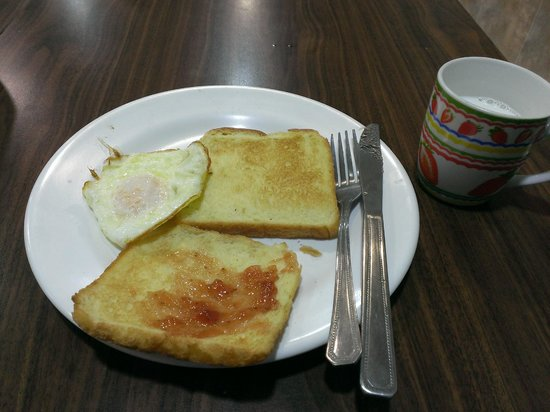 Boa travel house: 朝食は食パンと卵と牛乳がありました。