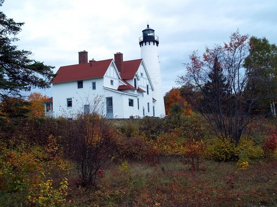 Point Iroquois Light Station: Autumn colors abound at Pt Iroquois