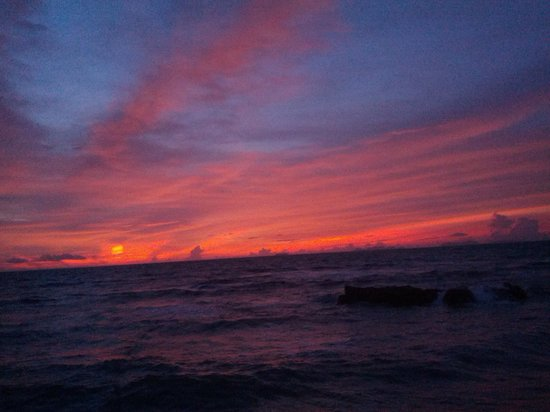 Blue Andaman Lanta Resort : sunset at resort