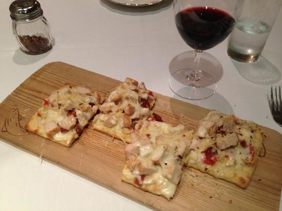 Cafe Melange: Yummy chicken, bacon and artichoke pizza.