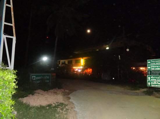 Live India Indian Restaurant : Late Night view from the beach Cape panwa