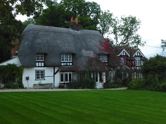 Farthing Corner Bed & Breakfast: Beautiful old thatch cottage