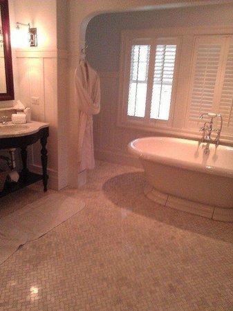 Omni Bedford Springs Resort: Clay suite bathroom