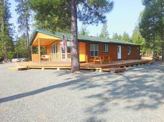 Lone Mountain RV Resort: Log Cabin Front View