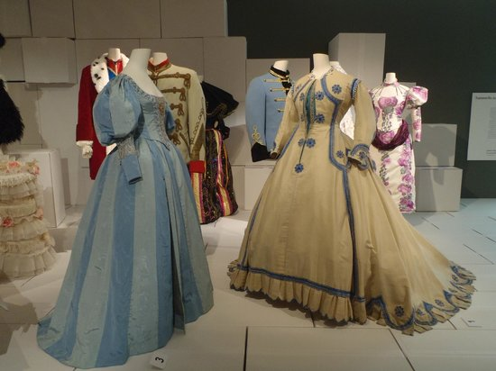 Textilmuseum: Women's clothing
