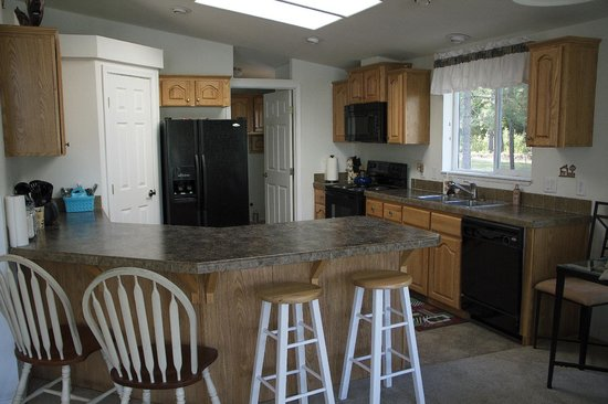 Lone Mountain RV Resort: Log Cabin Kitchen with all cooking utensils, pans and dishes * No reason to eat out!