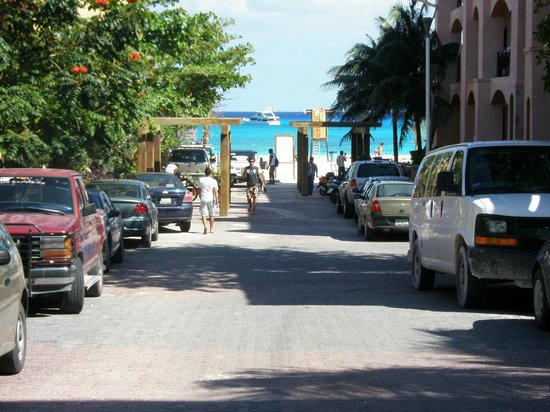 Hotel Labnah : distancia de la puerta del hotel a la playa