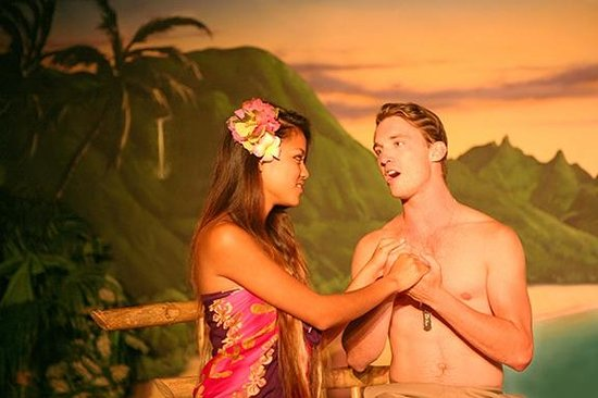 South Pacific Dinner & Theatre : Liat & Lt. Cable