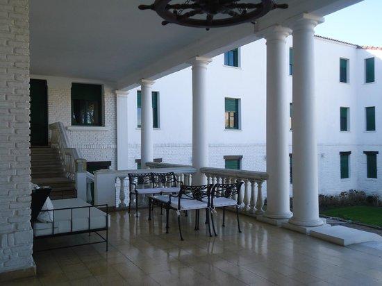 Playas Hotel: Galería con vista a la piscina