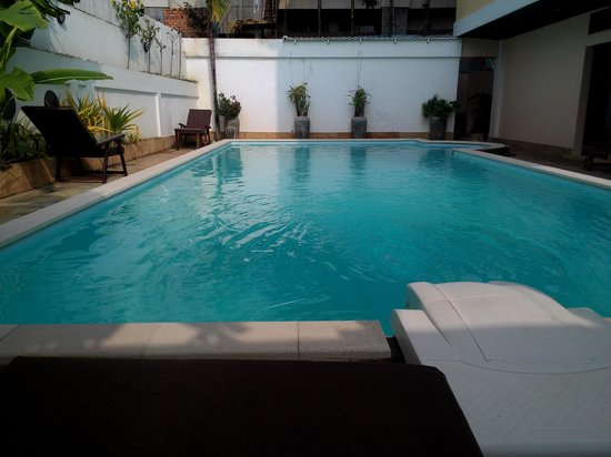 Skyway Hotel: Pool