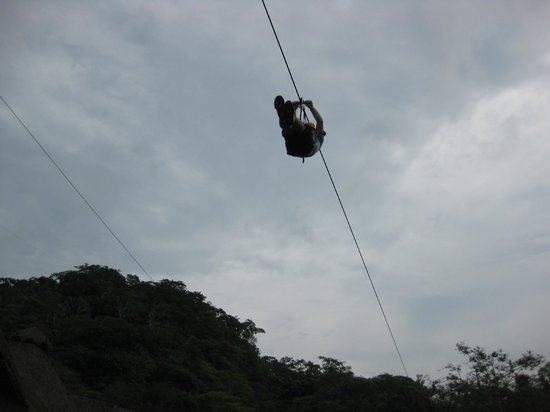 Superior Tours Vallarta: 10 zip lines above the tropical jungle and river.
